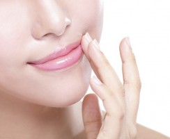 Jak pielęgnować usta? Maseczka z kolagenem KNC Beauty.