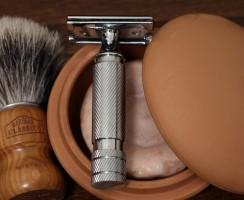 Pędzlem i brzytwą: kosmetyki do golenia dla mężczyzn I Coloniali.